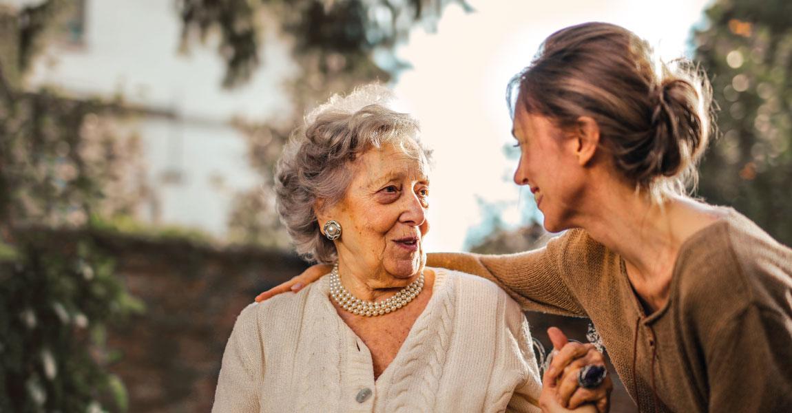 Higiene bucal en personas mayores | Clínica dental Mozas Vitoria-Gasteiz